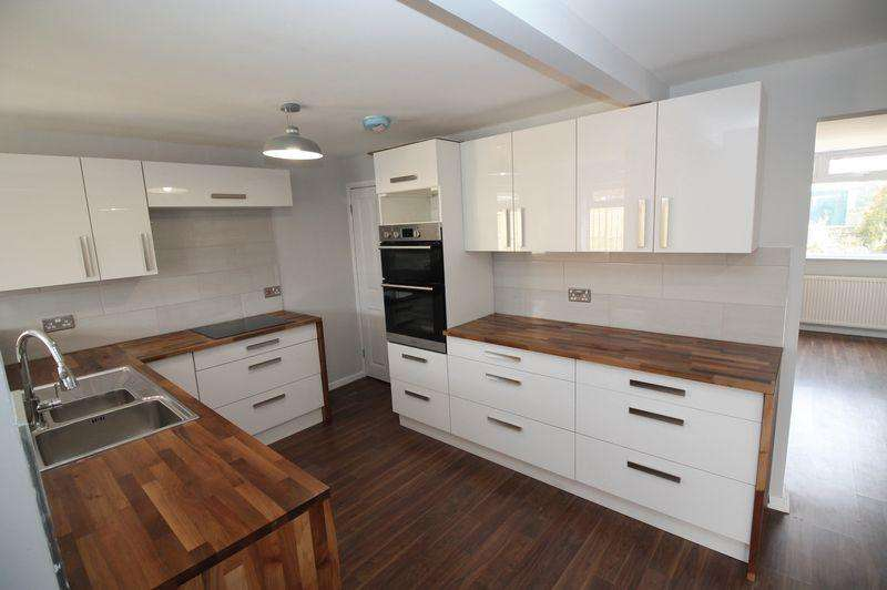 4 Bedrooms End Of Terrace House for sale in Station Road, Kingswood, BS15
