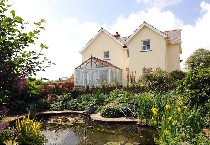 4 Bedrooms Detached House for sale in Cromlech House, Thurston Lane, Sardis, Milford Haven