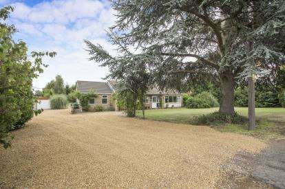 3 Bedrooms Bungalow for sale in Outwell, Norfolk