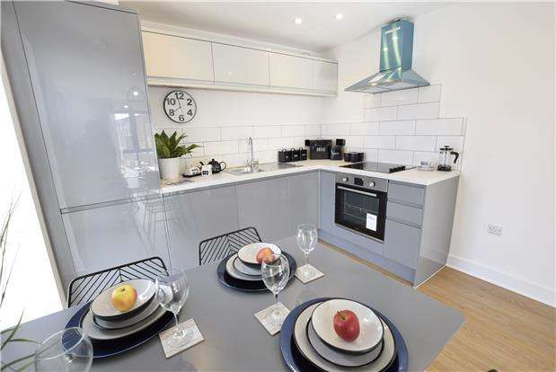 2 Bedrooms Flat for sale in Danes Court, Danes Lane, Keynsham, BRISTOL, BS31 2BA
