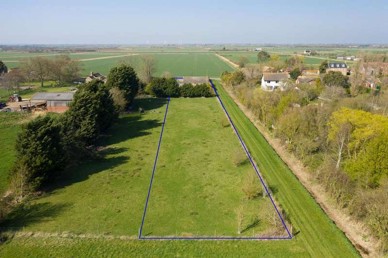 2 Bedrooms Detached Bungalow for sale in Main Road, Saltfleetby, Louth, LN11 7SS