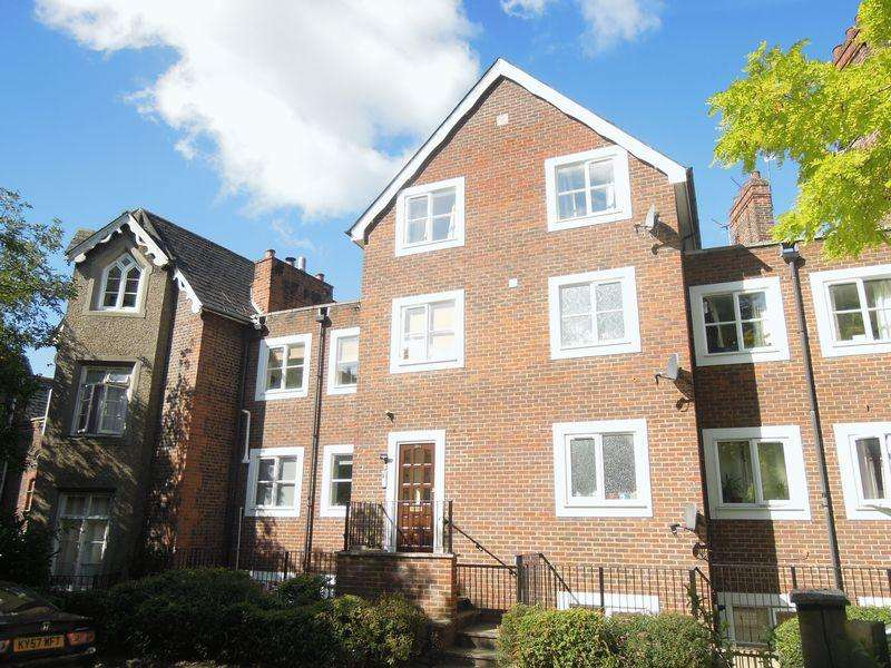 2 Bedrooms Apartment Flat for sale in Delightful setting in Upton Park - Vacant Possession