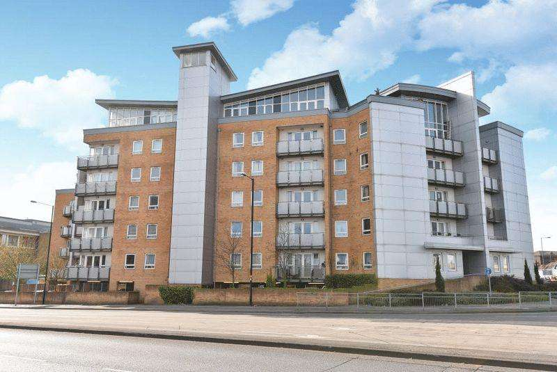2 Bedrooms Apartment Flat for sale in Tuns Lane, Slough