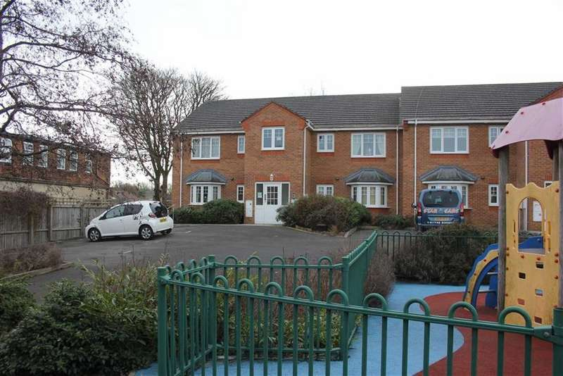 2 Bedrooms Apartment Flat for sale in Kingfisher Drive, Hipswell, Catterick Garrison, North Yorkshire
