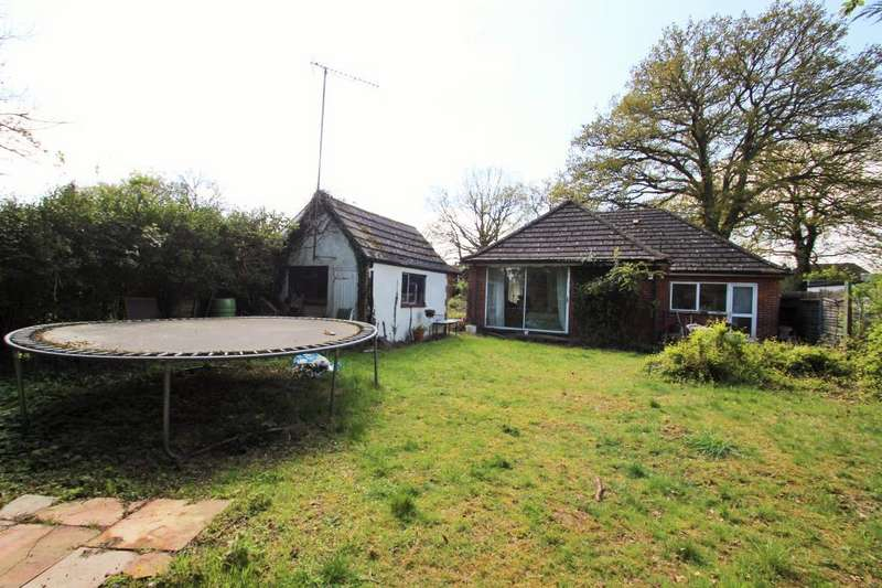 2 Bedrooms Detached Bungalow for sale in Reading Road, Wokingham, RG41