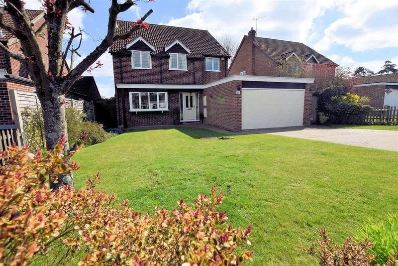 4 Bedrooms Detached House for sale in Conifer Drive, Tilehurst, Reading