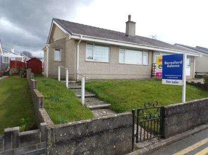 2 Bedrooms Bungalow for sale in Y Grugan, Groeslon, Caernarfon, Gwynedd, LL54