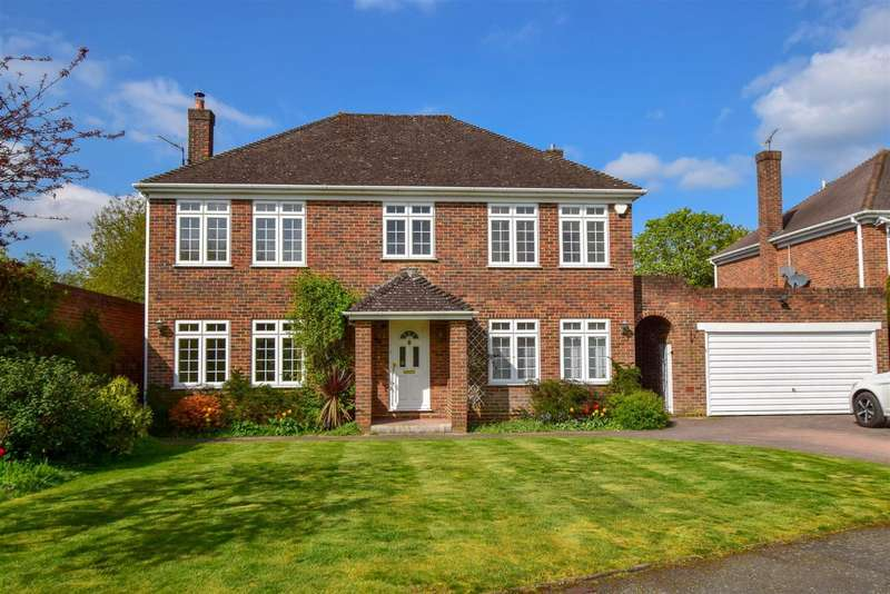 4 Bedrooms Detached House for sale in The Fairway, Burnham, SL1