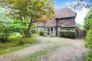 3 Bedrooms Detached House for sale in St. Olives Close, Back Lane, Cross In Hand, Heathfield