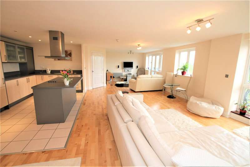 3 Bedrooms Flat for sale in Luscinia View, Napier Road, Reading, Berkshire, RG1