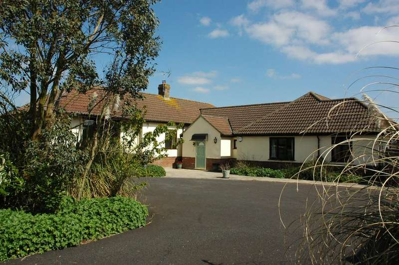 4 Bedrooms Detached Bungalow for sale in Hillview, Huntingford, Gillingham