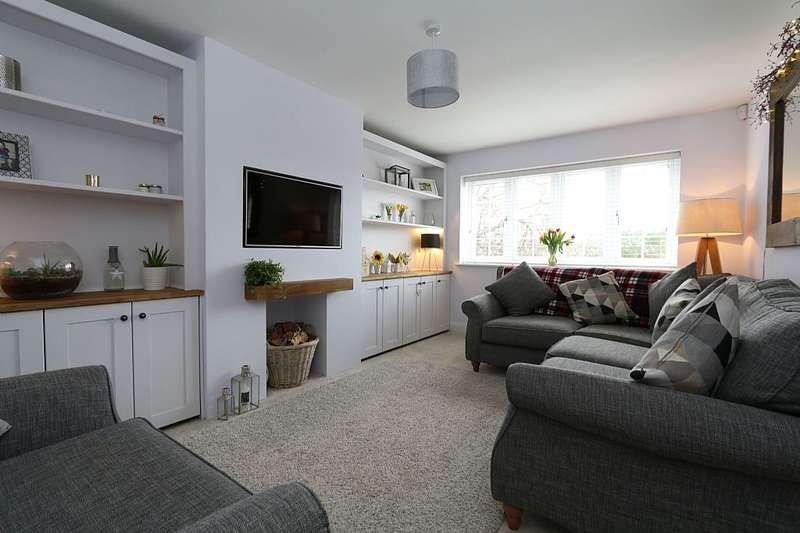 5 Bedrooms Semi Detached House for sale in Peacock Cottages, Peacock Lane, Wokingham, Berkshire, RG40 3DE