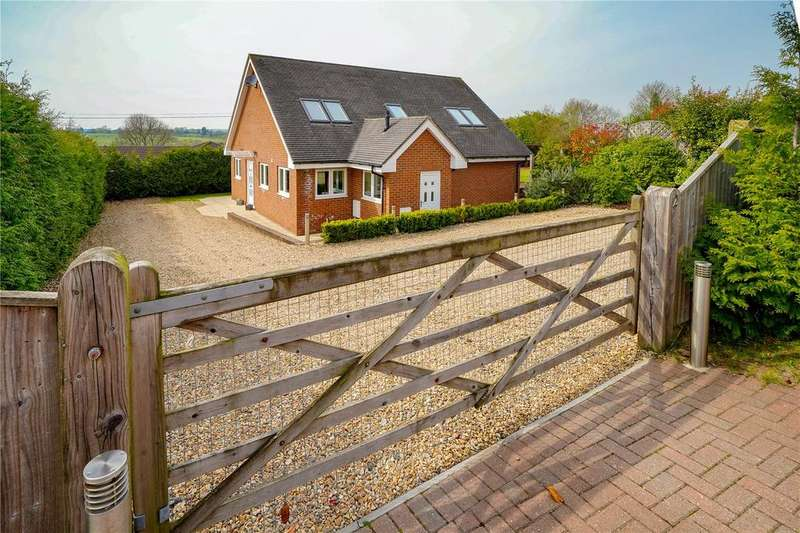 4 Bedrooms Detached House for sale in Mount View Close, Winchester, Hampshire, SO22