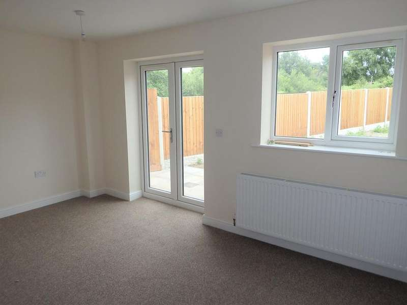 3 Bedrooms Town House for rent in Bull Street, Brierley Hill, DY5