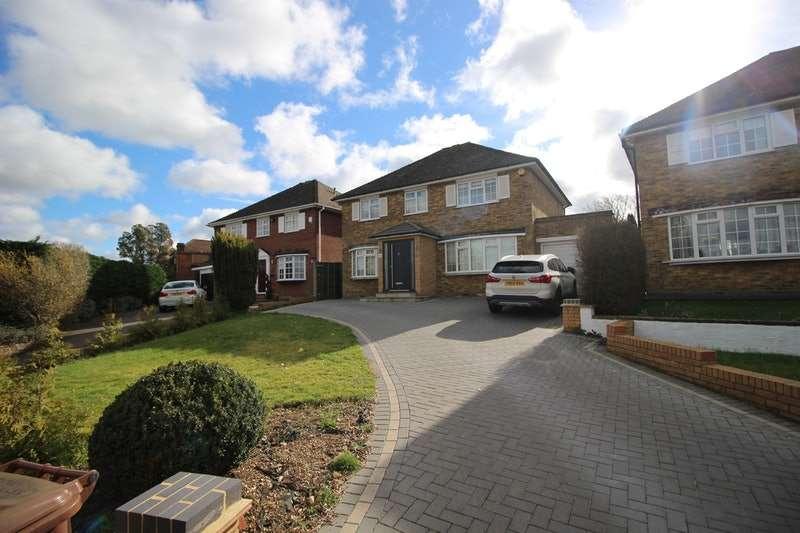 4 Bedrooms Detached House for sale in Blanche Lane, Potters Bar, Hertfordshire, EN6