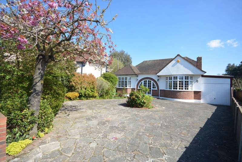 2 Bedrooms Detached Bungalow for sale in Harrow Drive, Hornchurch RM11