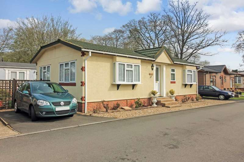 2 Bedrooms Mobile Home for sale in Beech Park, Chesham Road, Wigginton