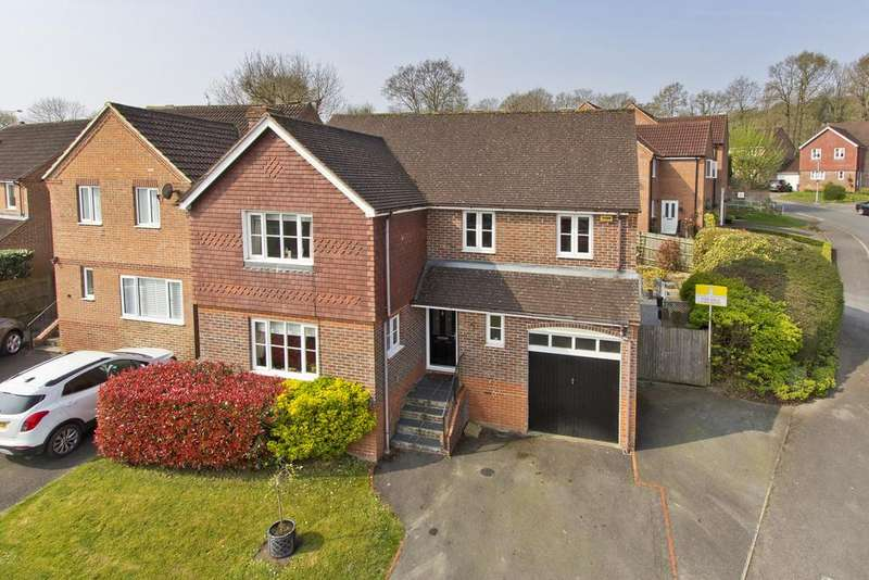 4 Bedrooms Detached House for sale in Pellings Farm Close, Crowborough
