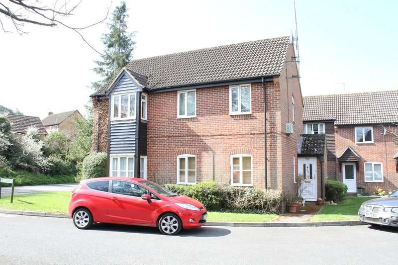 2 Bedrooms Flat for sale in Freemans Close, Hungerford