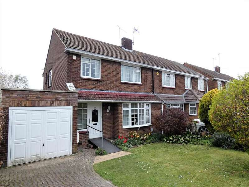 3 Bedrooms Semi Detached House for sale in Hadrian Avenue, Dunstable