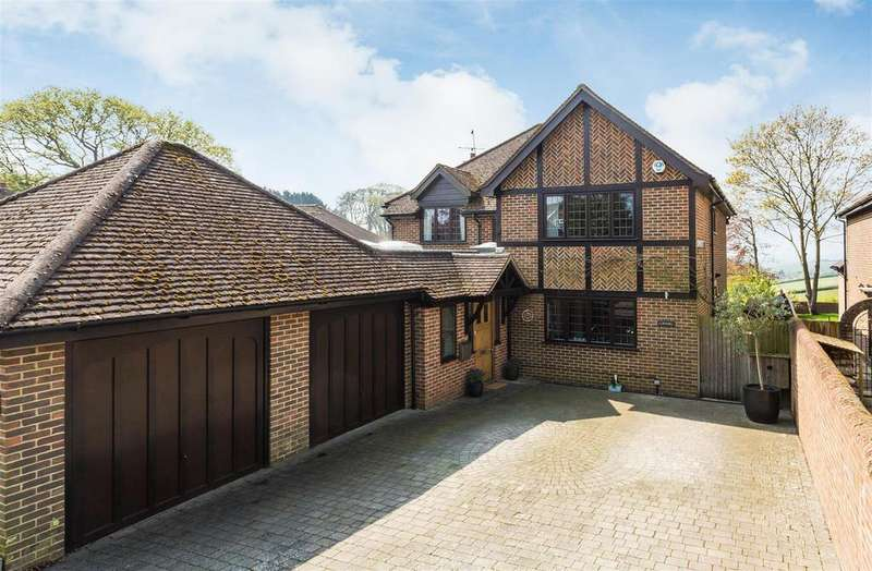 5 Bedrooms Detached House for sale in Magpie Close, Flackwell Heath