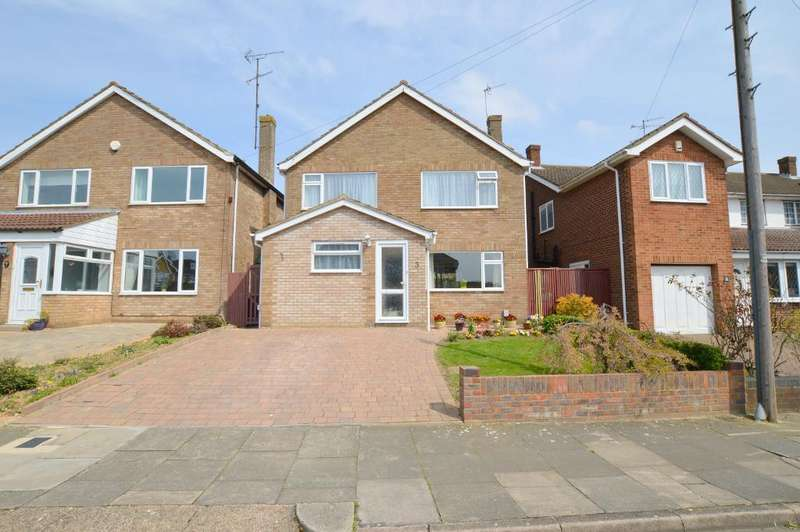 3 Bedrooms Detached House for sale in Broughton Avenue, Icknield, Luton, LU3 2AR