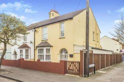 3 Bedrooms Semi Detached House for sale in Southville Road, Bedford, Bedfordshire