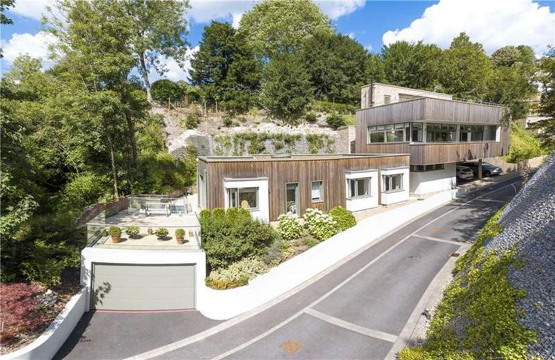 4 Bedrooms Detached House for sale in Chantry Quarry, Guildford, Surrey, GU1