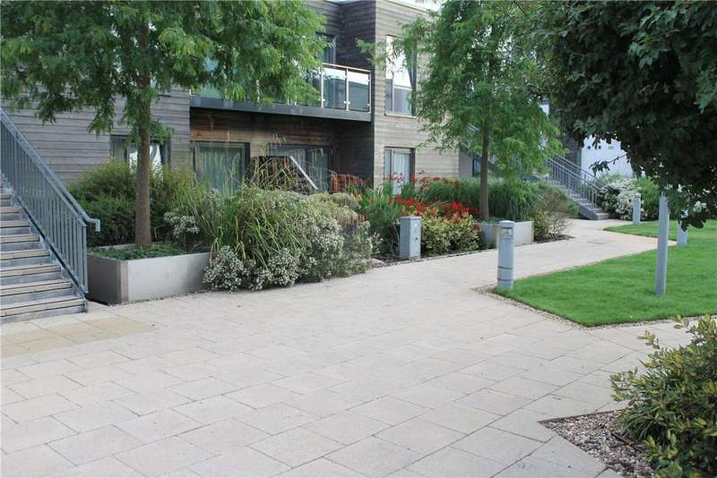 2 Bedrooms Apartment Flat for sale in Baily, Park Way, Newbury, Berkshire, RG14