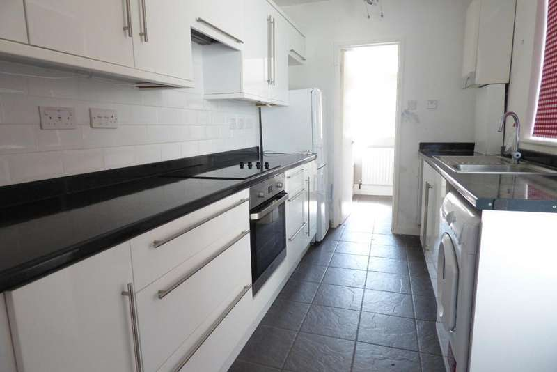 3 Bedrooms Terraced House for rent in Reginald St, Luton, Bedfordshire, LU2 7RB