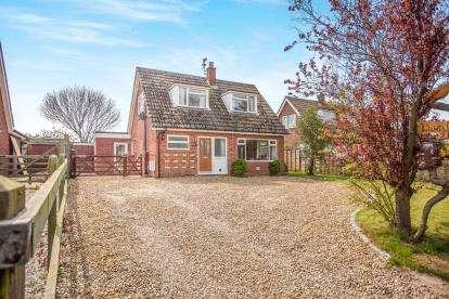 3 Bedrooms Detached House for sale in Knapton, North Walsham, Norfolk