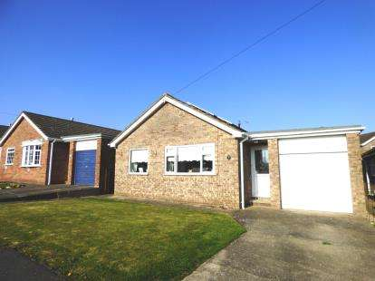 2 Bedrooms Bungalow for sale in Tudor Drive, Louth, Lincolnshire
