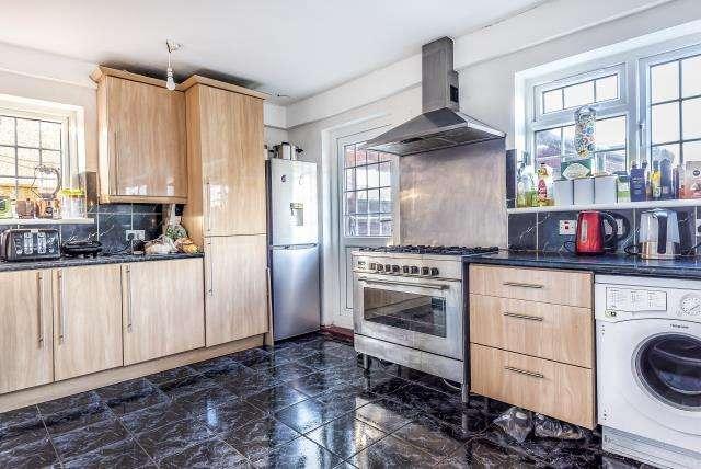 4 Bedrooms House for sale in Winwood, Slough, Berkshire, SL2