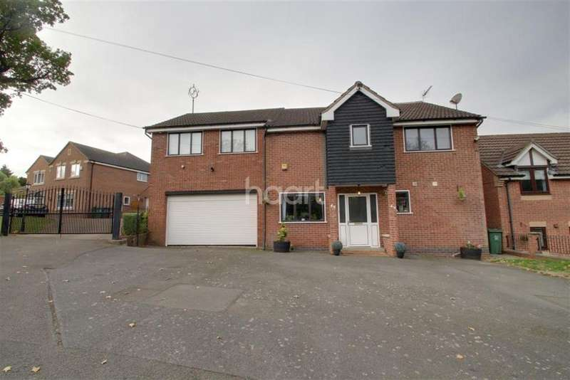 5 Bedrooms Detached House for rent in Gorse Hill