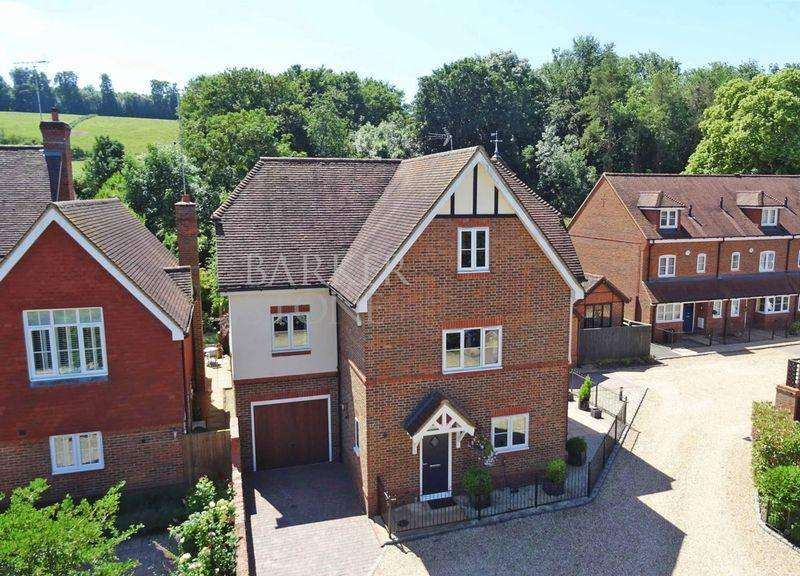 5 Bedrooms Detached House for sale in Style and Space in East Arms Place