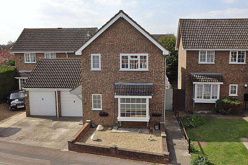 3 Bedrooms Detached House for sale in Beautifully Presented Home Close to Town Centre