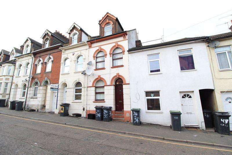 6 Bedrooms Terraced House for sale in SIX Bed or Potential HMO on Cardigan Street, Luton
