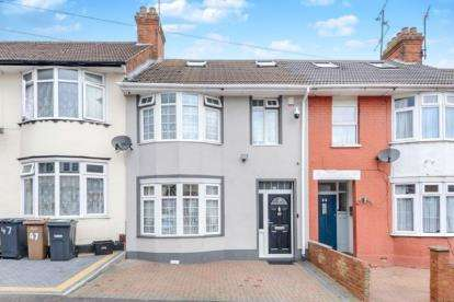 4 Bedrooms Terraced House for sale in Grantham Road, Luton, Bedfordshire, .