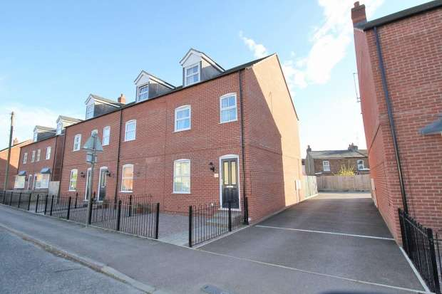 4 Bedrooms Property for sale in London Road, Spalding, Lincolnshire, PE12 9ED