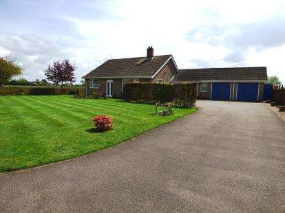 3 Bedrooms Bungalow for sale in Main Street, Mareham Le Fen, Lincolnshire