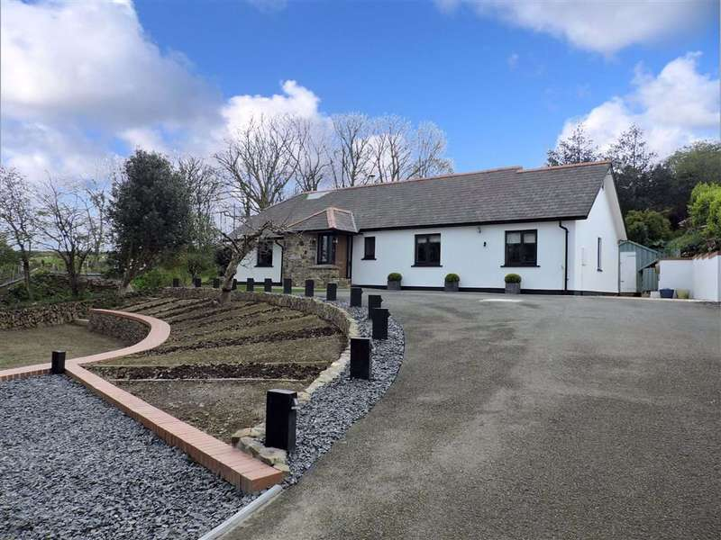 3 Bedrooms Detached Bungalow for sale in Plasyfron, Fishguard