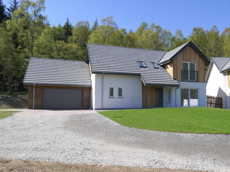 4 Bedrooms Detached House for sale in St Vincents Place, Kingussie, PH21 1EX