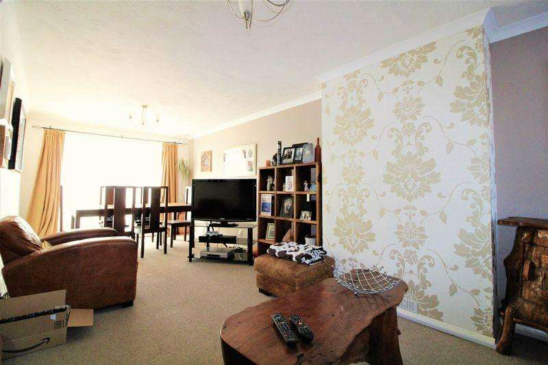 4 Bedrooms Semi Detached House for sale in Fantastic Extended Family Home On Fallowfield, Luton
