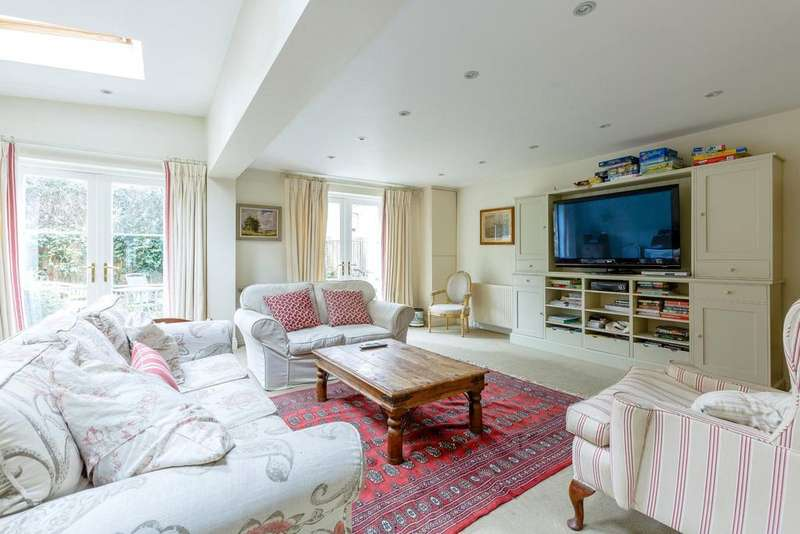 5 Bedrooms Terraced House for sale in Whittingstall Road, Fulham, London