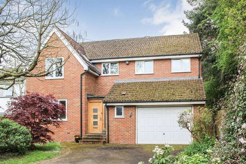 5 Bedrooms Detached House for sale in Old Bath Road, Charvil, Reading