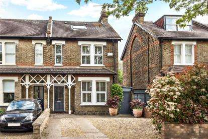 4 Bedrooms Semi Detached House for sale in Barnmead Road, Beckenham