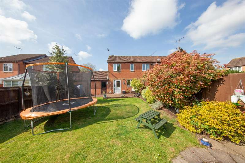 2 Bedrooms End Of Terrace House for sale in Copperfields Close, Houghton Regis, Bedfordshire