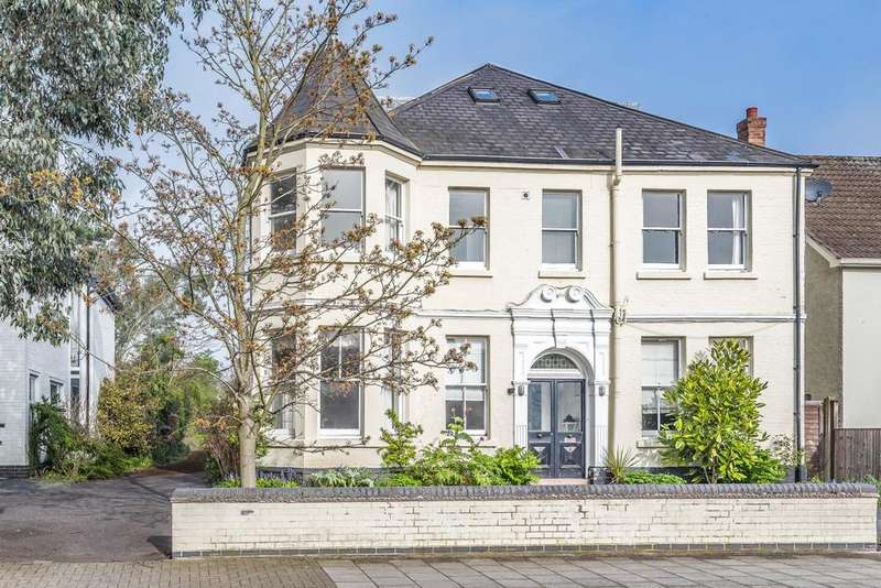 5 Bedrooms Detached House for sale in Scotts Lane, Bromley