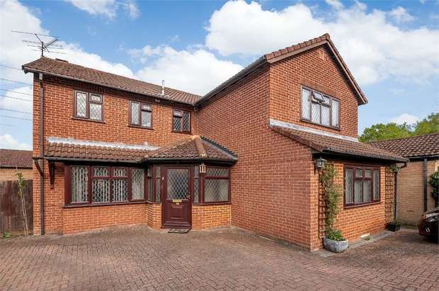 4 Bedrooms Detached House for sale in Tiffany Close, Wokingham, Berkshire