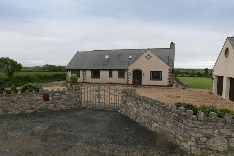 5 Bedrooms Bungalow for sale in Ty Croes, Sir Ynys Mon, Anglesey, LL63